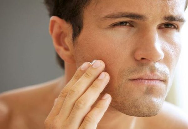 alternative acne treatments that work-man with acne