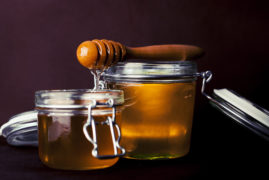 hospitals-using-honey-to-prevent-infections_spoon-honey-jar