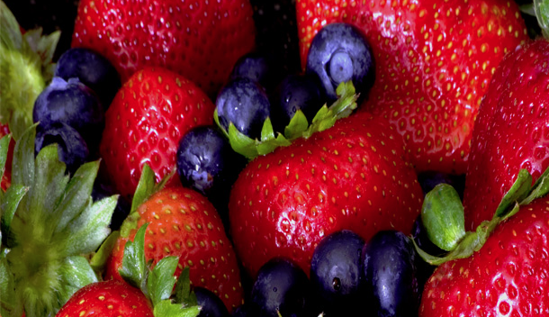 best foods nutrients for improved kidney function_strawberries-and-blueberries