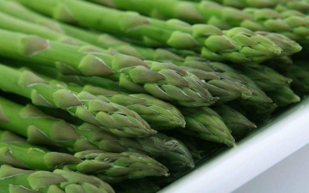 Can asparagus cause breast cancer_asparagus spears raw