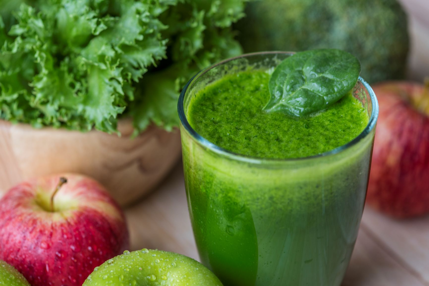 5 Braces-Friendly Smoothies to Beat Boring Meals_apple avocado smoothie