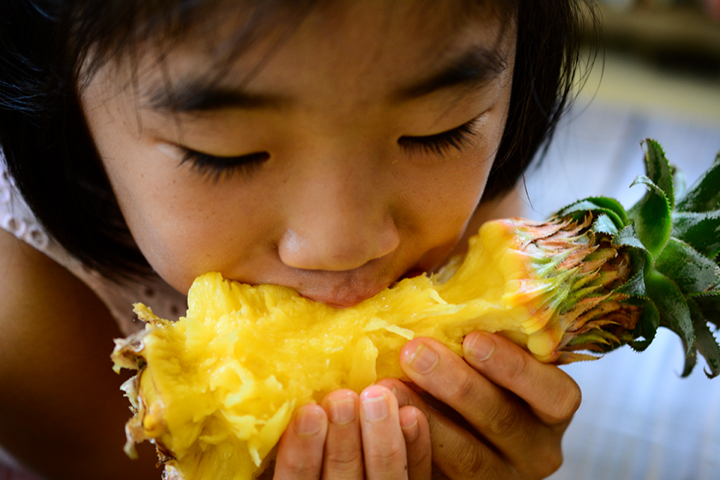 More Reasons to Eat Pineapple_kid eating pineapple