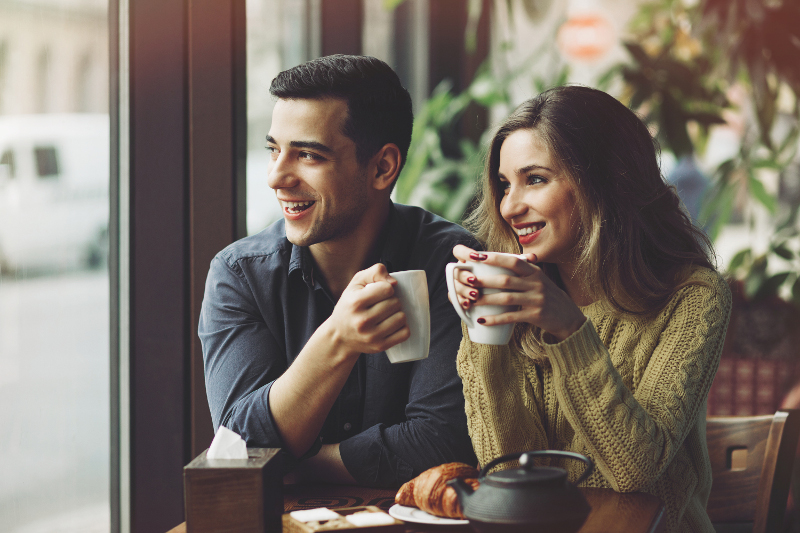 How Consuming Coffee Affects Your Body_couple drinking coffee