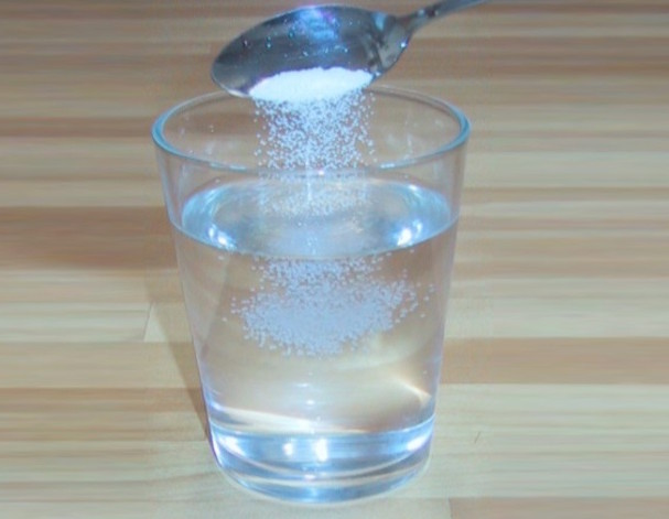 That Unquenchable Thirst … and Other Signs of Sodium Deficiency_salt water