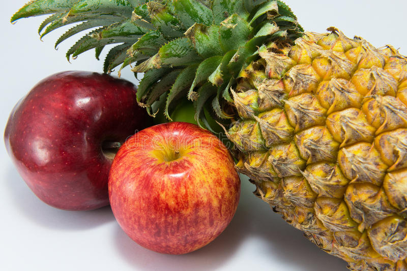 Whole Foods that Improve Heart Health_apples and pineapple
